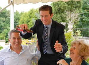 paul-lytton-magician-performing-at-wedding