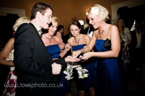 paul-lytton-magician-with-bridesmaids