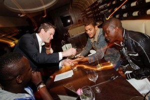 paul-lytton-magician-with-nufc-players
